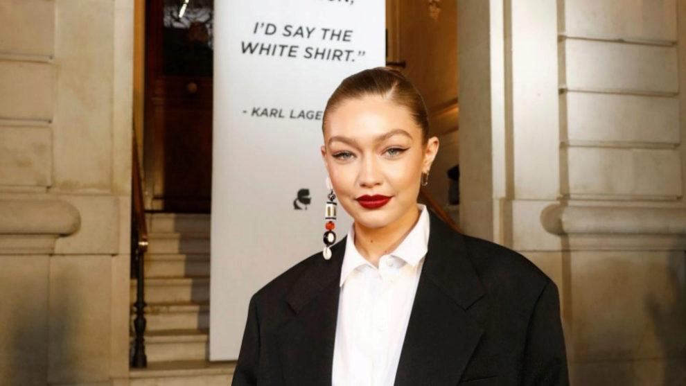 Gigi Hadid en Paris en el tributo a Karl Lagerfeld