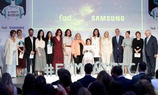 La Reina Letizia junto a os impulsores del proyecto #Femtástica.