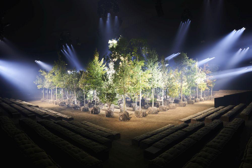 El show #PlantingForTheFuture de DIOR:  170 árboles que se van a...