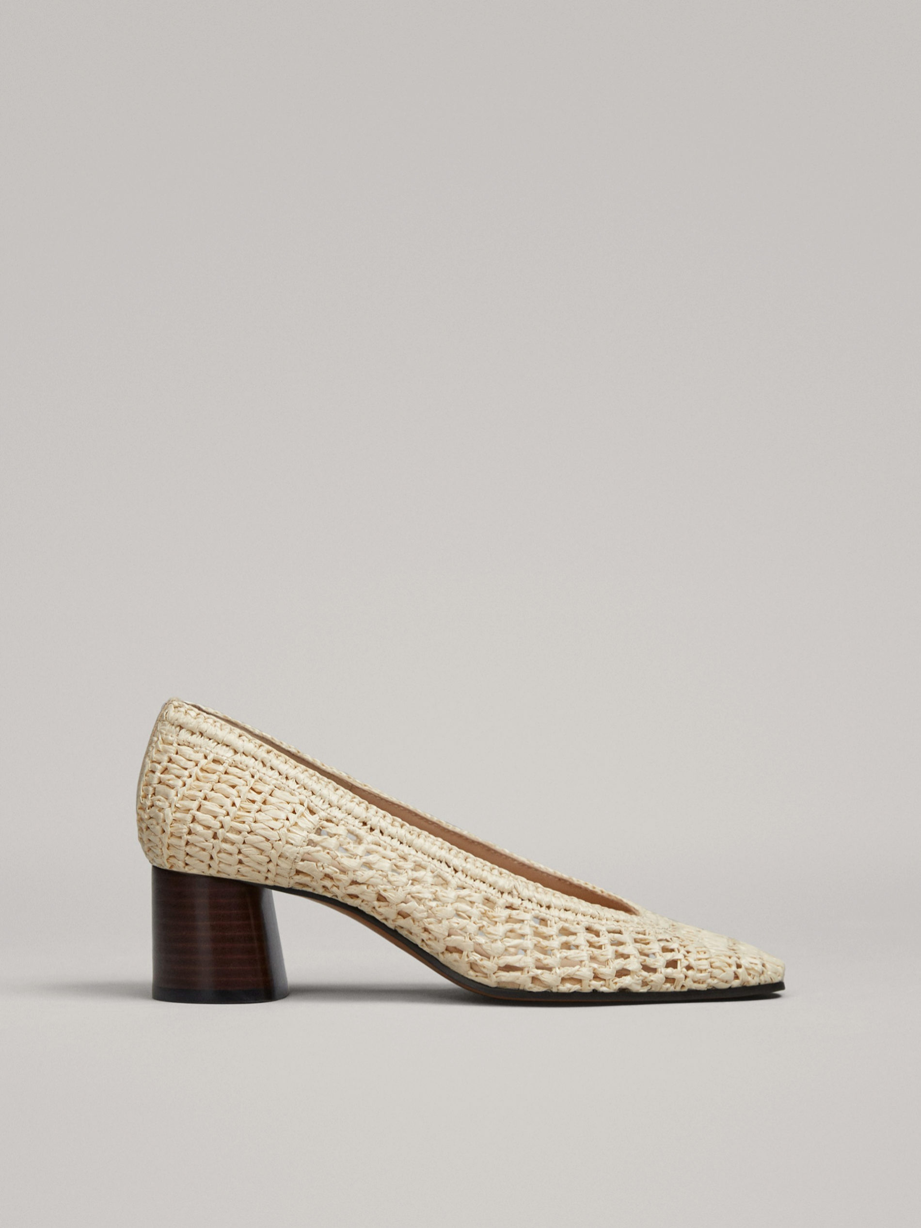 Zapatos de tacón de rafia de Massimo Dutti