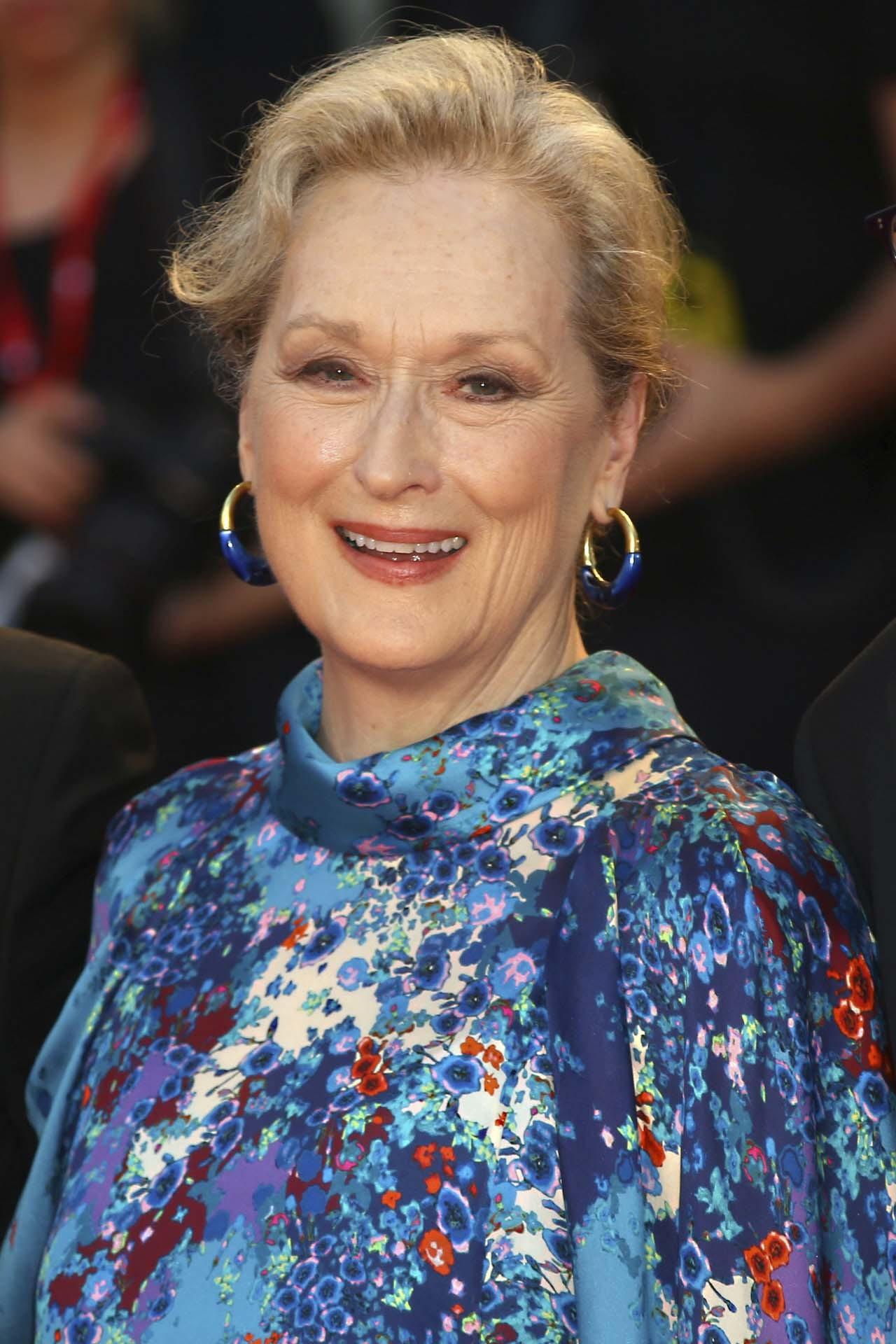 Meryl Streep sabe que ocultar algunas zonas como los brazos, el cuello...