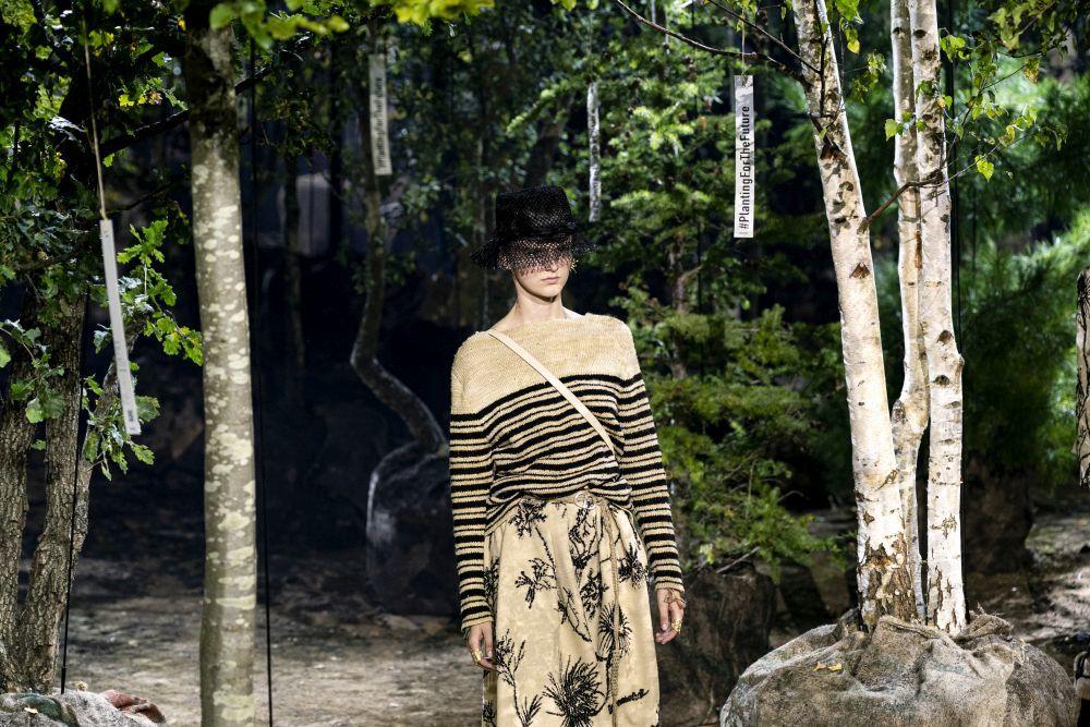 El desfile primavera-verano 2020  de Dior contaba con 164 árboles que serán replantados en tres localizaciones de París.