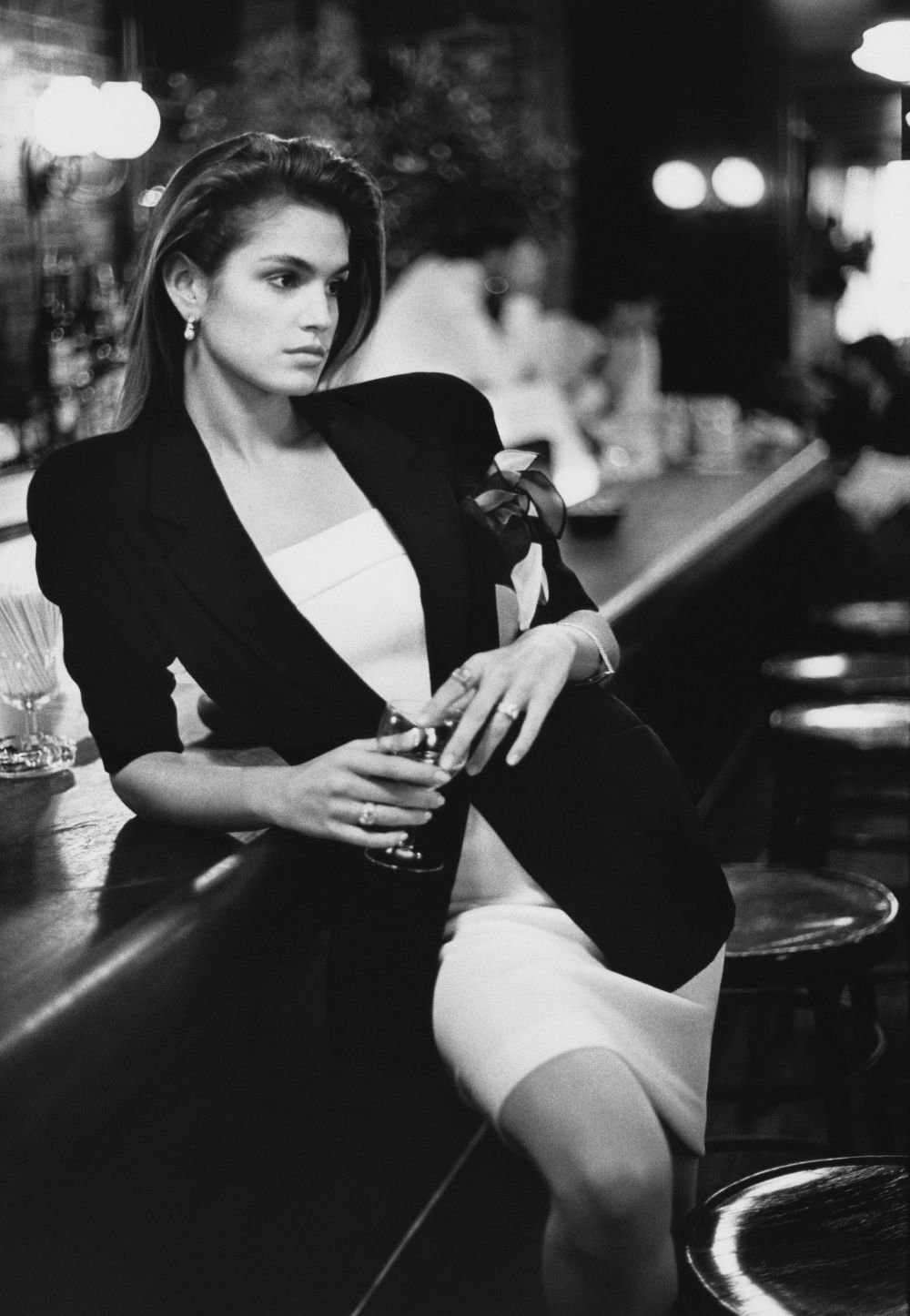 Cindy Crawford con blazer de by Donna Karan New York