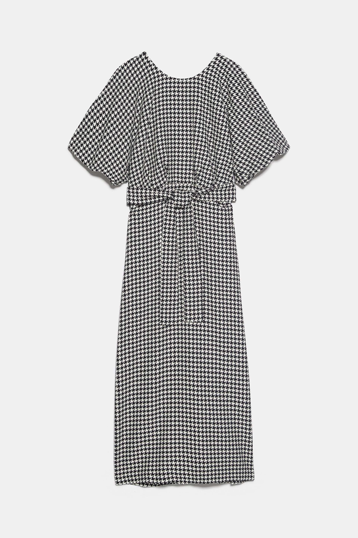 Vestido de Zara de pata de gallo (49,95 euros).