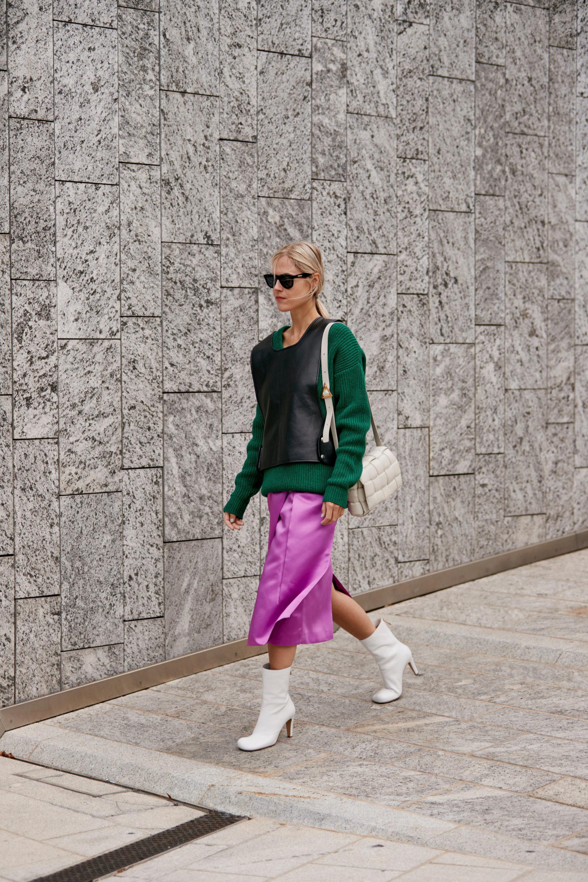 En el street style de Milán hemos visto botines de punta cuadrada