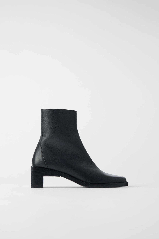 Botines de piel en color negro de Zara