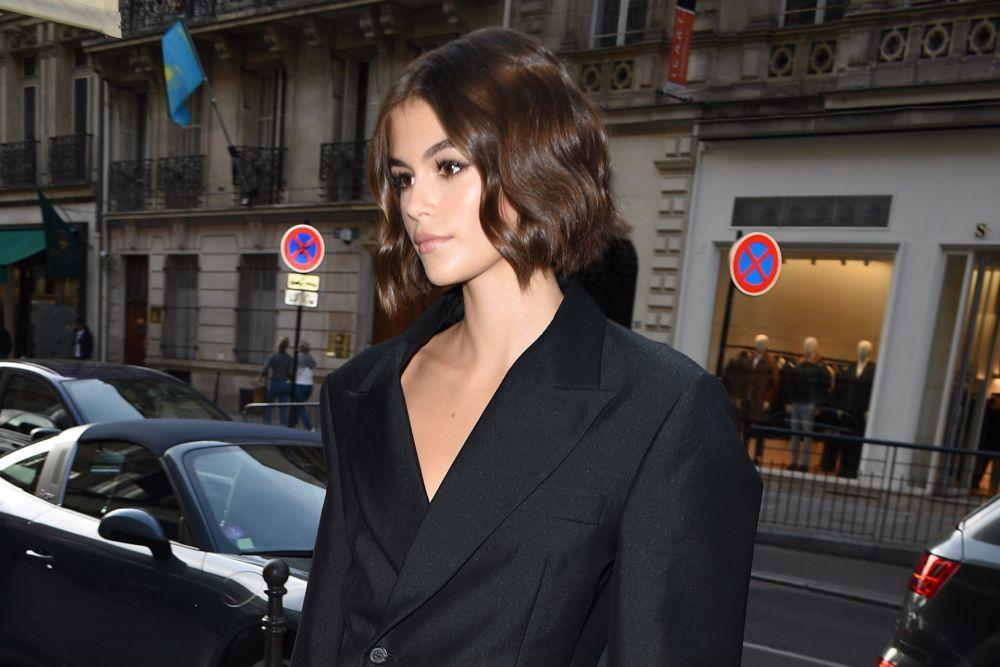 Kaia Gerber con ondas marcadas para su melena bob nos sorprendía en la semana de la moda de París hace apenas unos días.