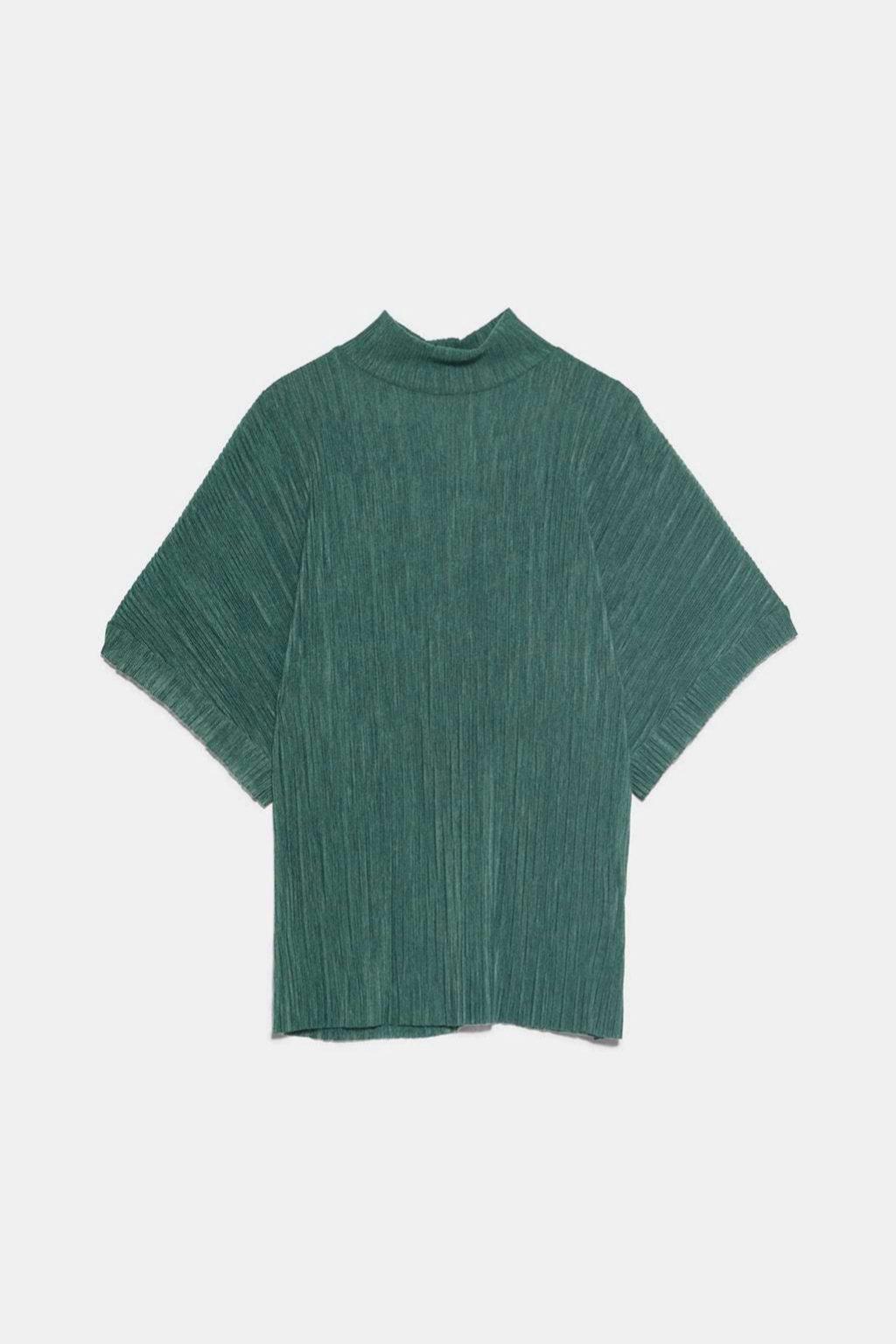 Camiseta plisada en verde botella de Zara