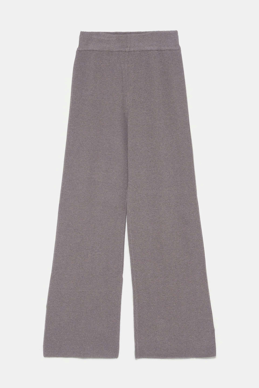 Pantalón de punto en color topo de Zara