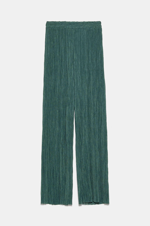 Pantalón plisado en color verde botella de Zara