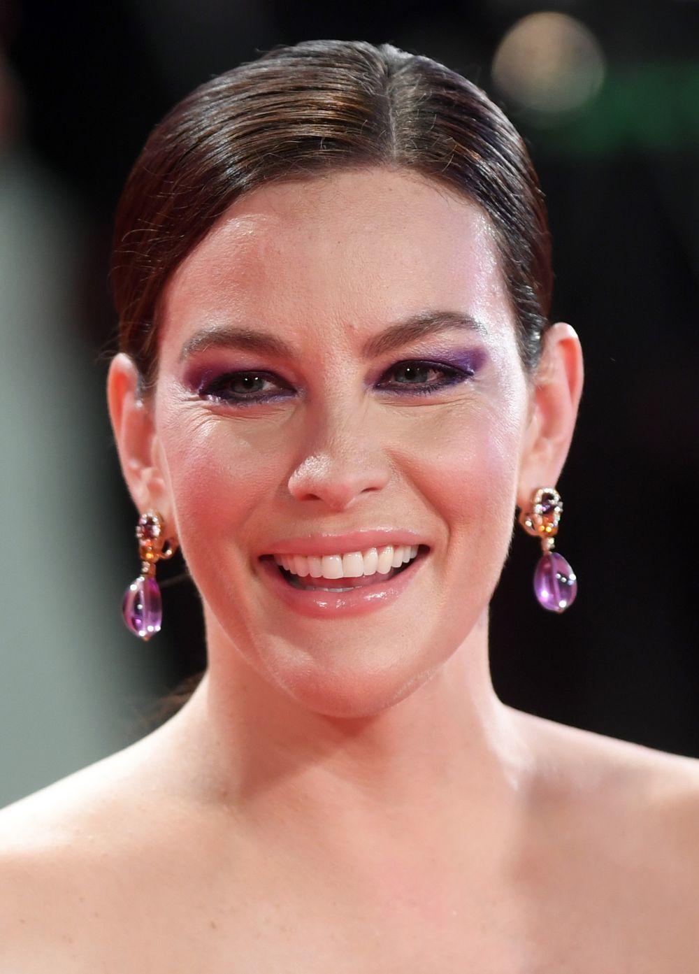 Liv Tyler con unas sombras ahumadas violetas en el Festival de...