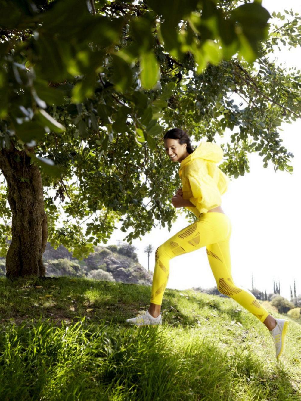 Los expertos recomiendan caminar entre 30 minutos y una hora diaria...