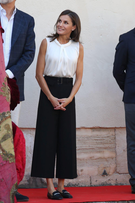 Así combina los mocasines la reina Letizia