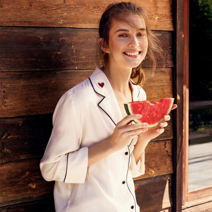 La fruta nos aporta vitaminas y minerales.
