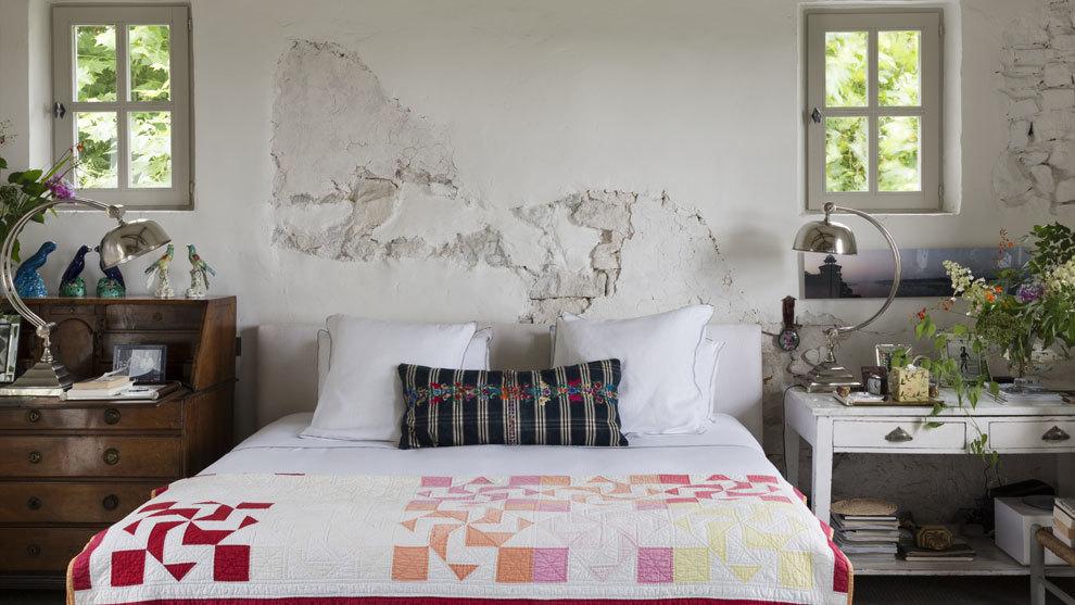 Domitorio de casa de Isabel López Quesada con colcha de patchwork