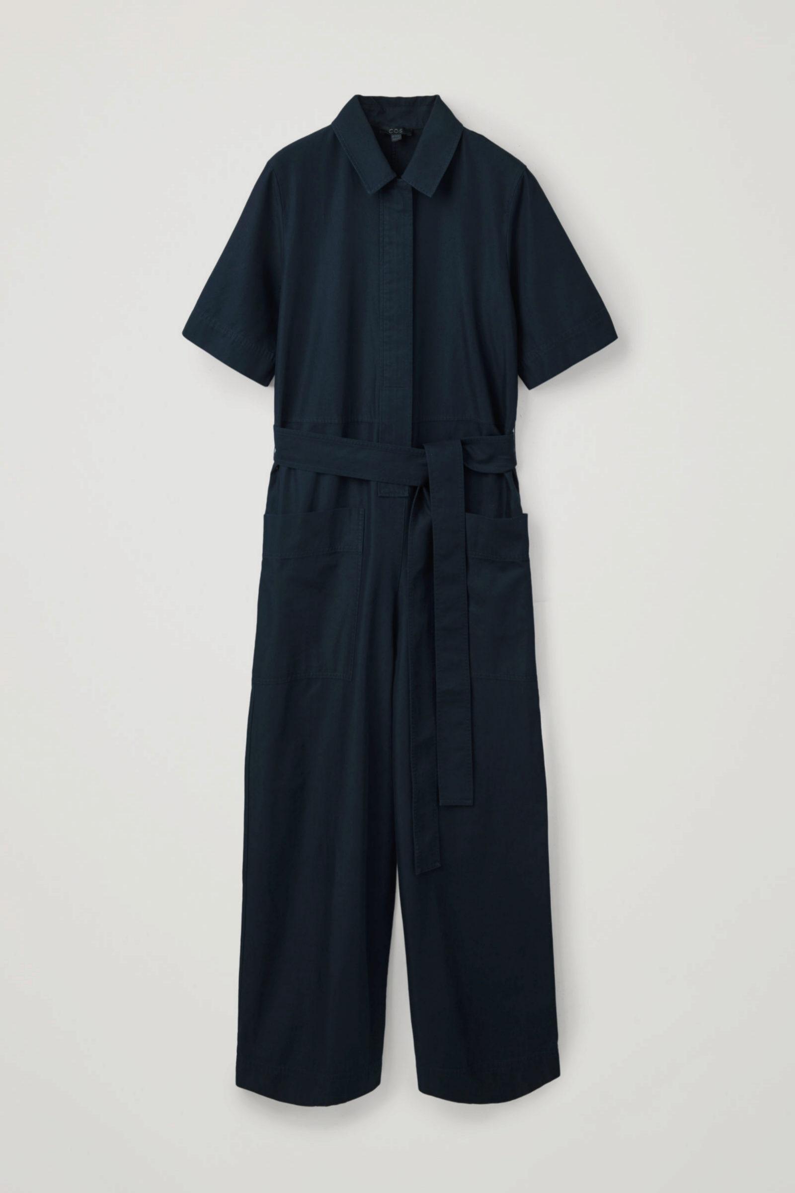Mono minimalista en azul marino de COS