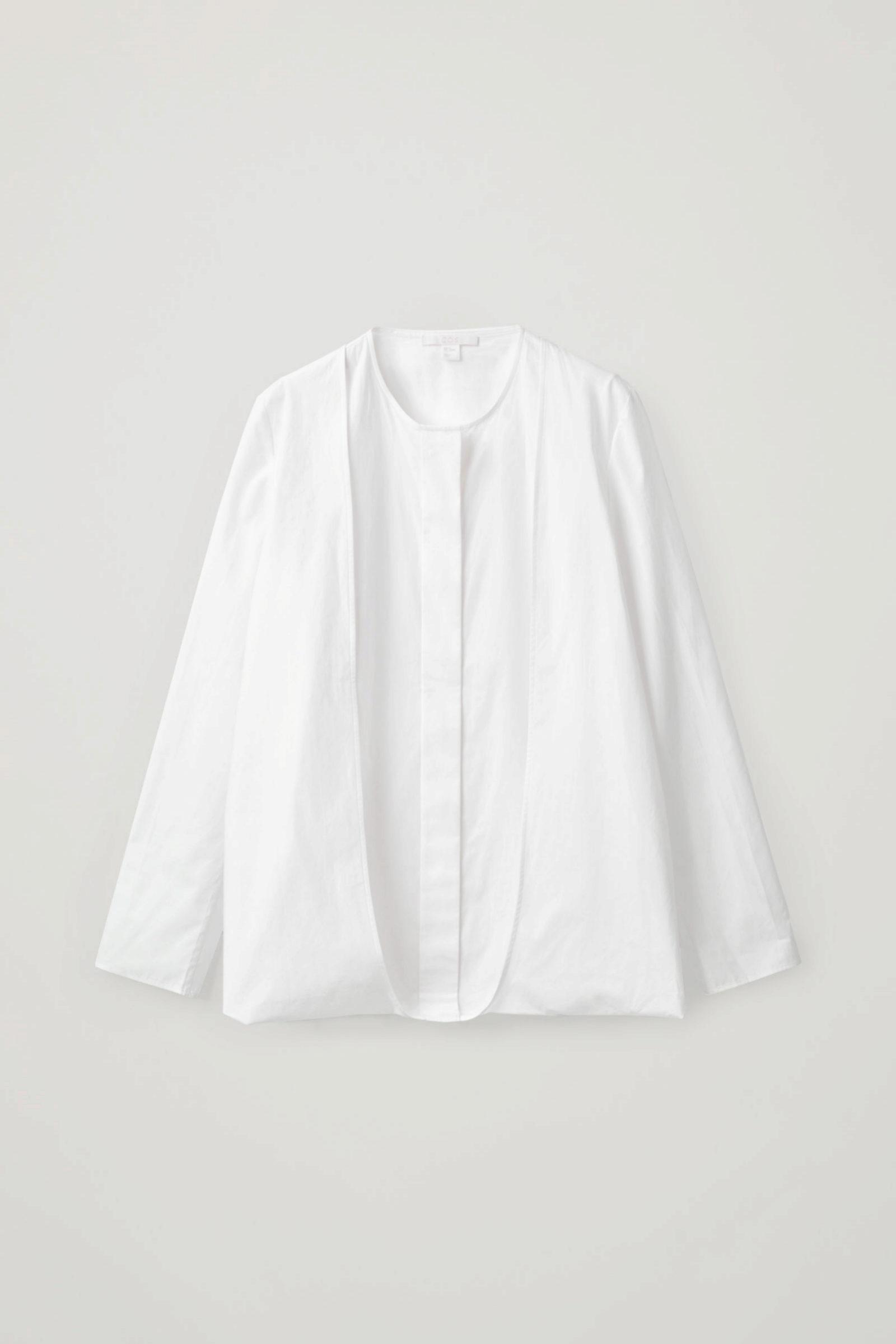 Camisa blanca versátil de COS