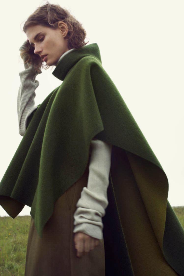 La capa es una de las prendas estrella del otoño