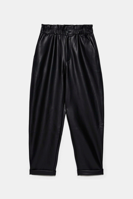 Pantalones slouchy efecto piel de Zara