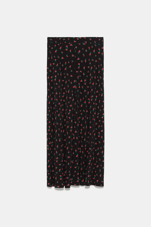 Falda midi de flores, de Zara (39,95 euros).