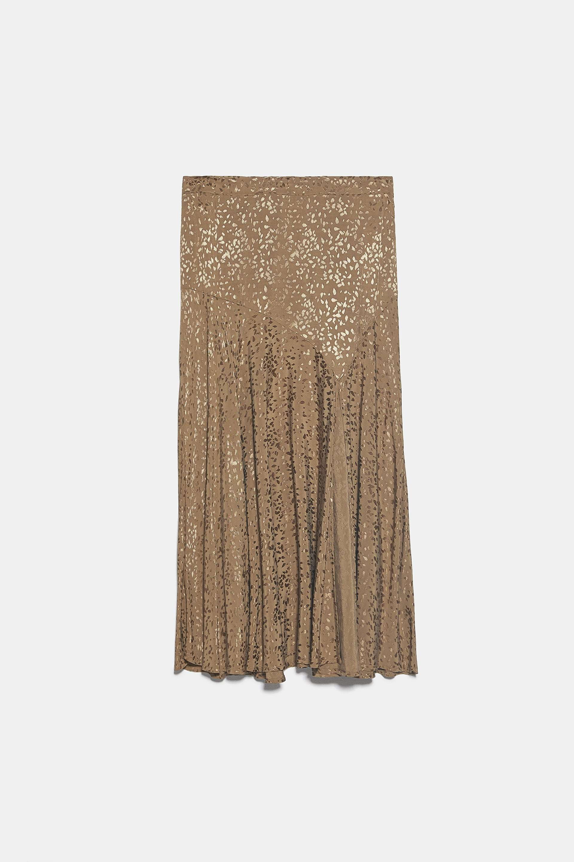 Falda con estampado de jacquard, de Zara (29,95 euros).