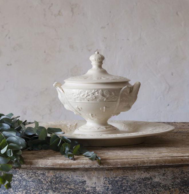 Fuente sopera francesa de los años 40, para servir o como detalle decorativo.  Rue Vintage 74 (260 euros)