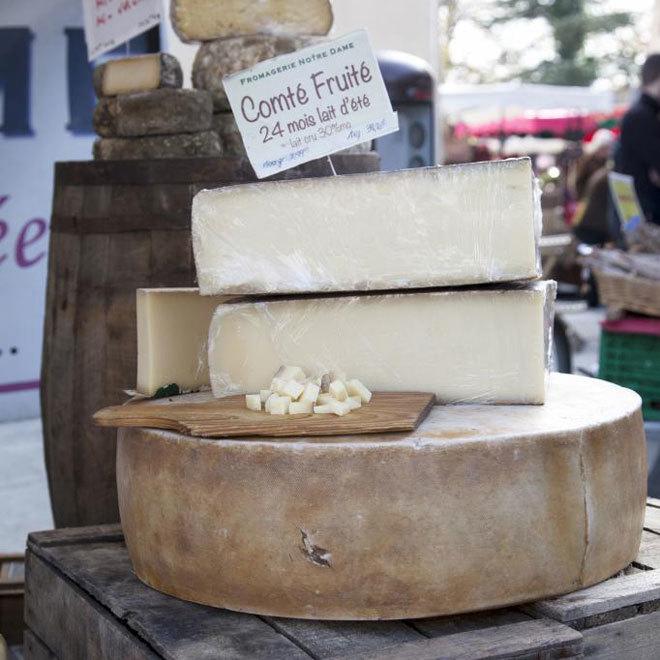 Se puede tomar queso en cualquier momento, no hay momentos mejores ni peores para su ingesta. Igual que no hay mejores o peores momentos para casi cualquier otro alimento