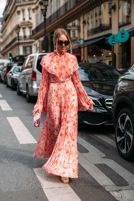 El vestido plisado de flores es la opci