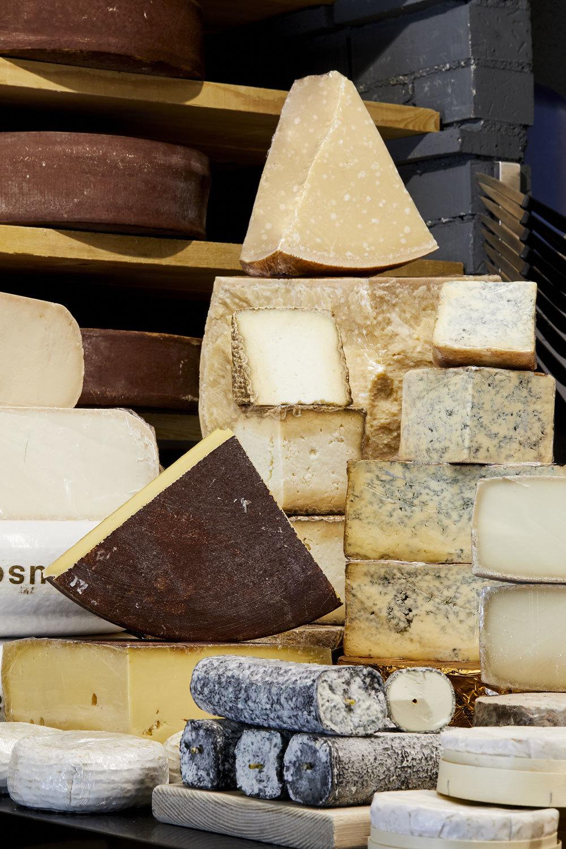 Los quesos curados se encuentran entre los más grasos.