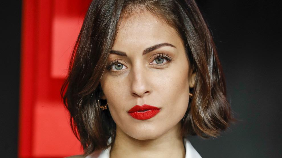 Hiba Abouk antes de estrenar su nuevo color de pelo con mechas...