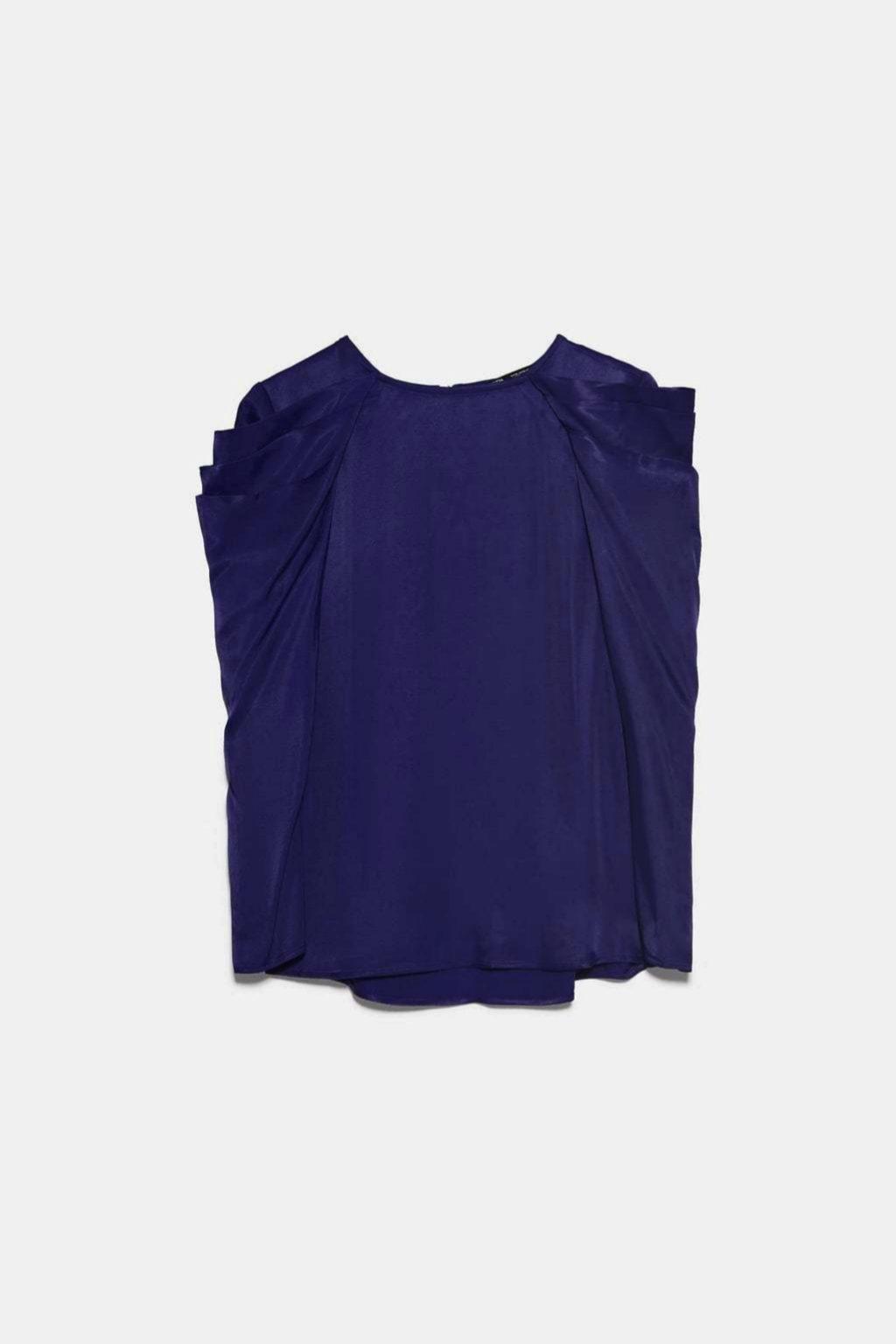 Blusa con volumen en las hombreras de Zara