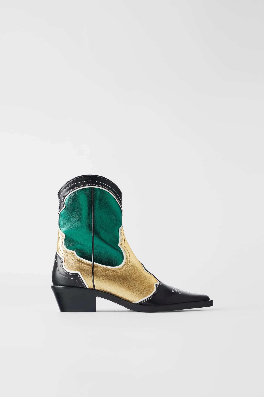 Botines con detalles metalizados de Zara