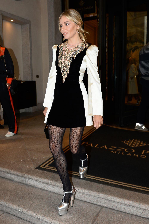Sienna Miller con zapatos vintage.