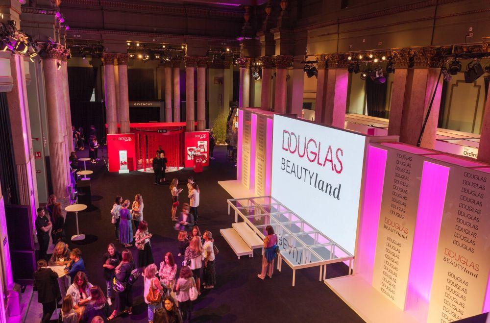 Vista panorámica de Douglas Beautyland en el Círculo de Bellas Artes...