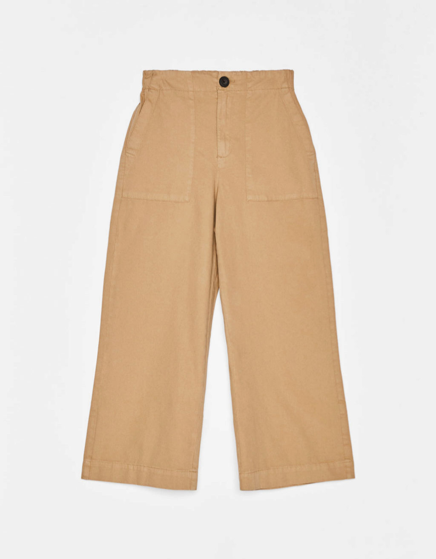 Pantalón culotte en color camel de Bershka