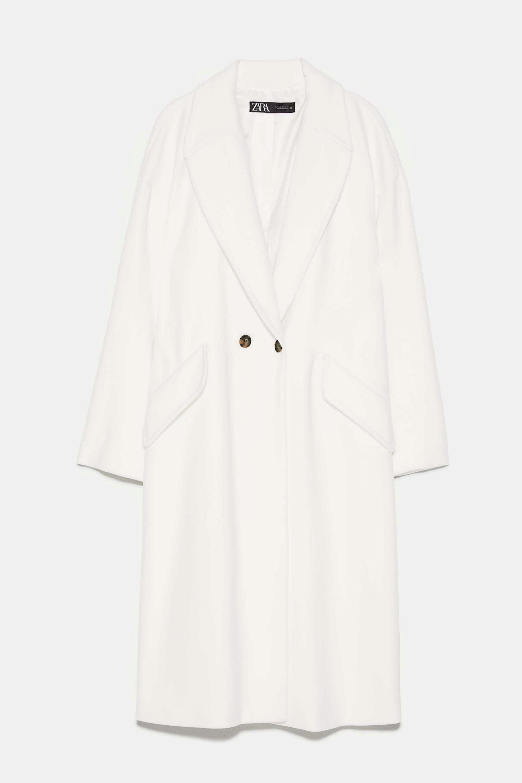 Abrigo oversized en blanco de Zara