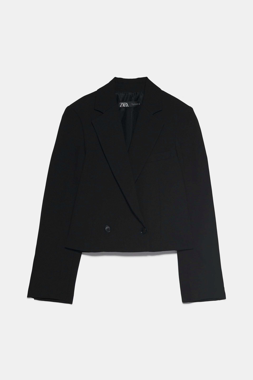 Blazer cropped en negro de Zara