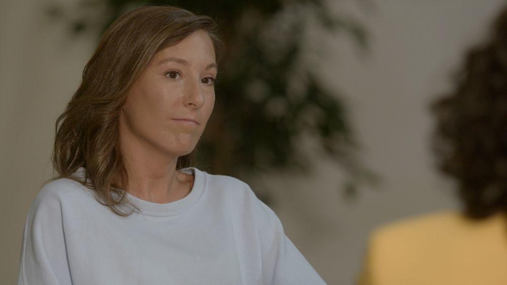 Irene escucha emocionada las palabras de Susana, ella aún espera el...