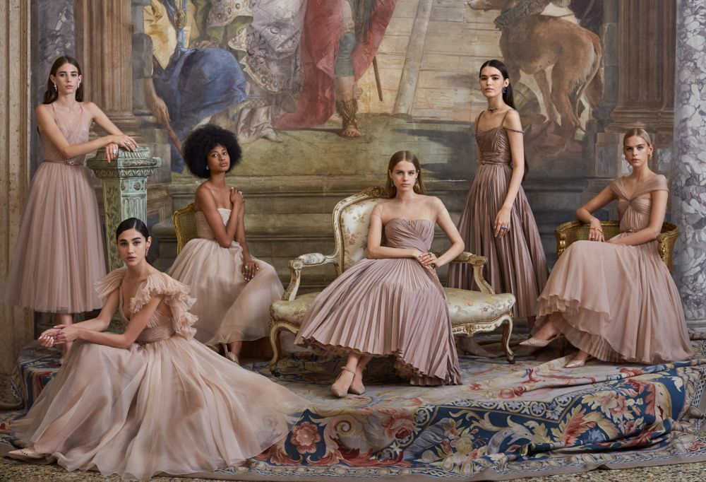 Las modelos presentando la colección 20 Aniversario Palacio Labia.