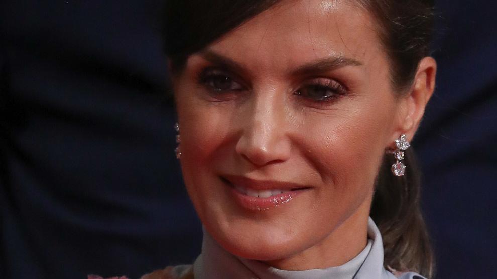 La Reina Letizia luciendo un maquillaje luminoso y glossy en clave...