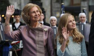 Leonor junto a la Reina Sofía.