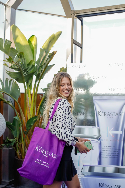 Las invitadas se llevaron una bolsa con los productos de Blond Absolu,...