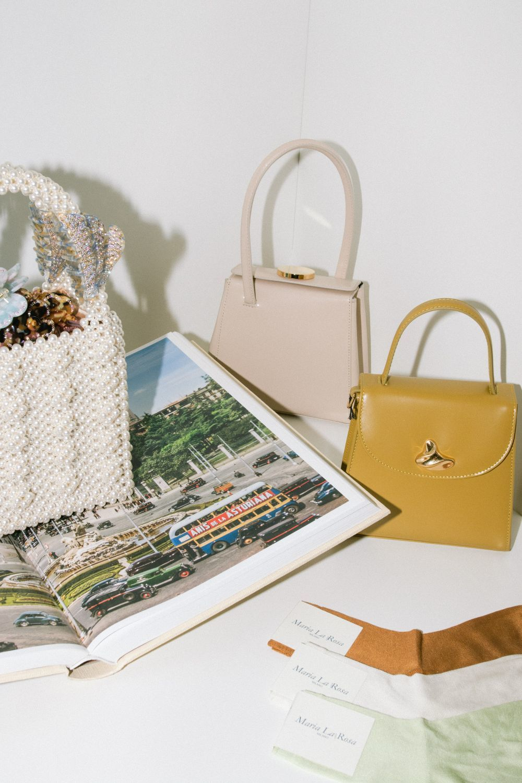 Objetos aspiracionales: calcetines Maria La Rosa, bolsos rígidos de Little Liffner, y con perlas, de Shrimps.