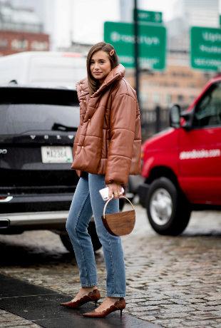 Ya es época de chaquetones (y el street style lo sabe)