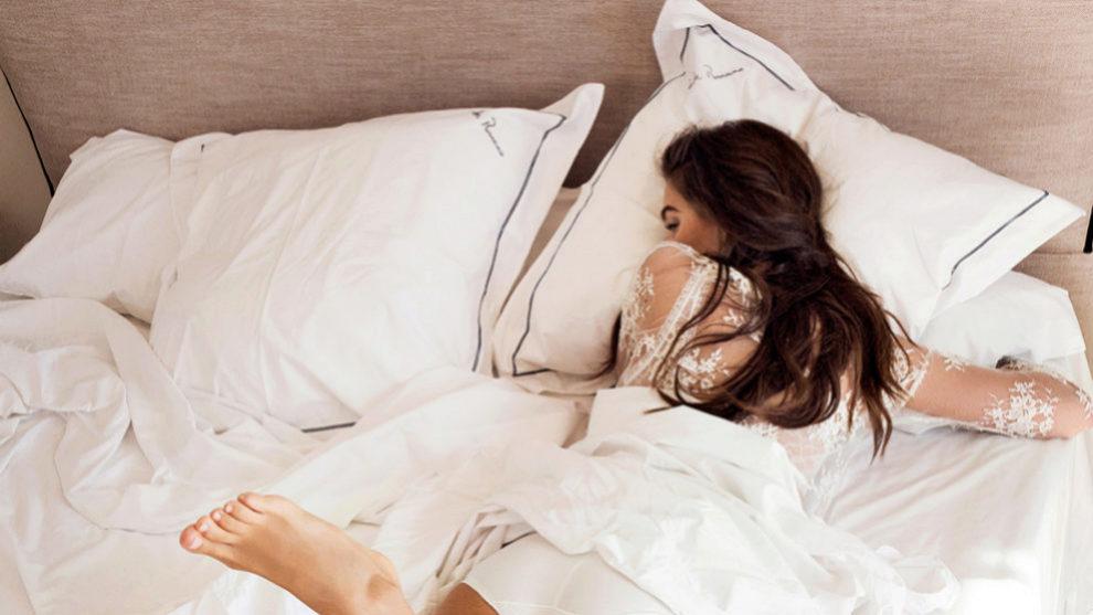 El reposo y dormir con un almohada que mantenga elevada nuestra cabeza...