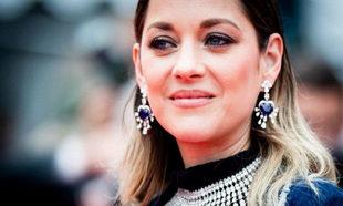 La actriz francesa Marion Cotillard dice sí al maquillaje.