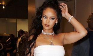 """Rihanna ha lanzado su autobiografía, """"The Rihanna Book"""", con una..."""