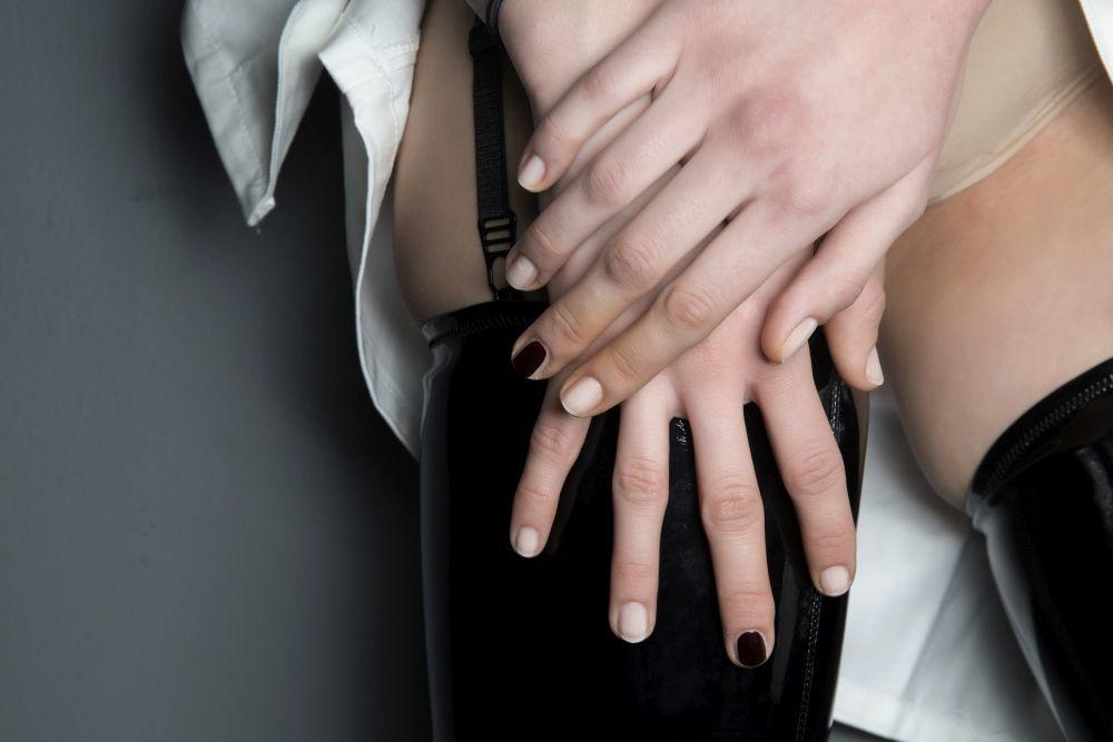 Mugler ha propuesto una manicura natural y con uñas muy arregladas...