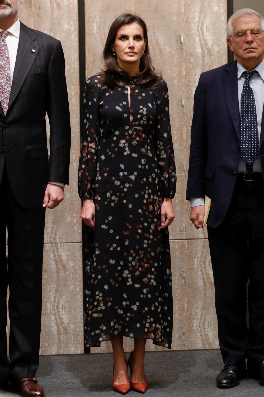 La reina Letizia con un vestido de la nueva colección de Massimo...