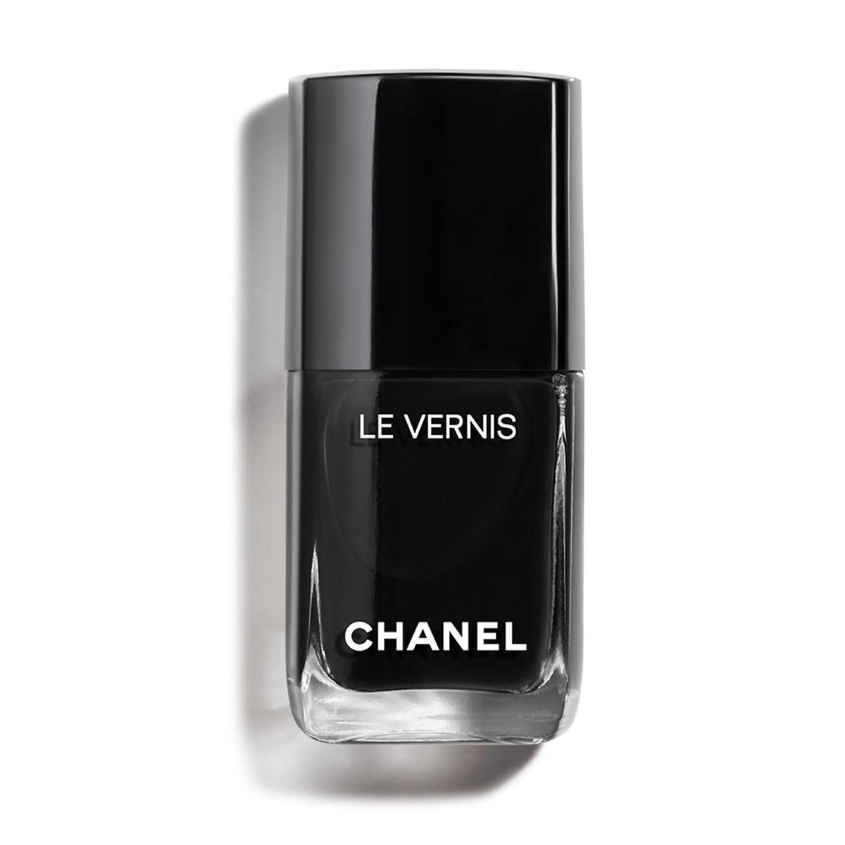 Laca de uñas Pure Black Le Vernis de Chanel.